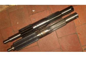 Вал привода на механизм передвижения крана 260.2-10381